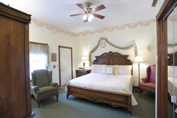 Timeless Romance: Deluxe rooms feature beautiful king bed, fireplace, and jacuzzi