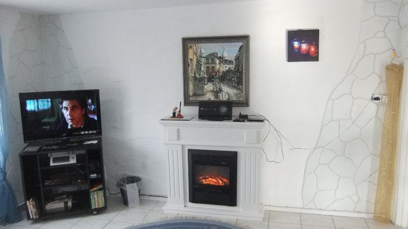 Livingroom with fireplace & stereo (radio,.cd,usb)