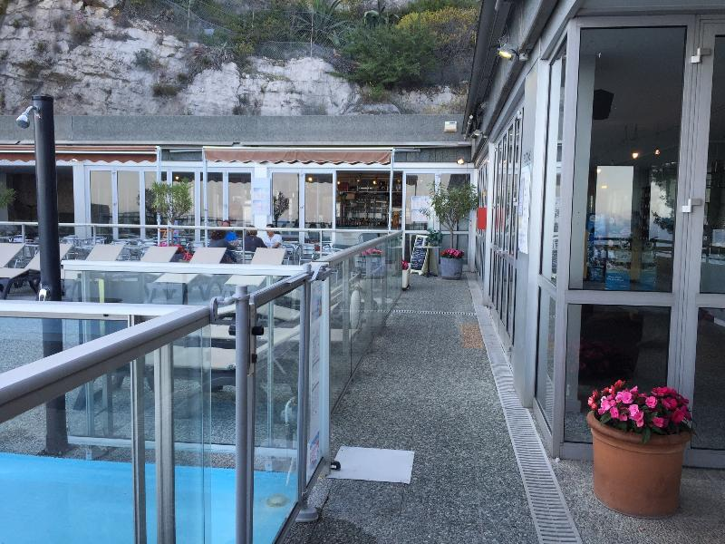 Friendly poolside bistro/cafe/bar providing good value food and drinks. Eat in or arrange take-away.