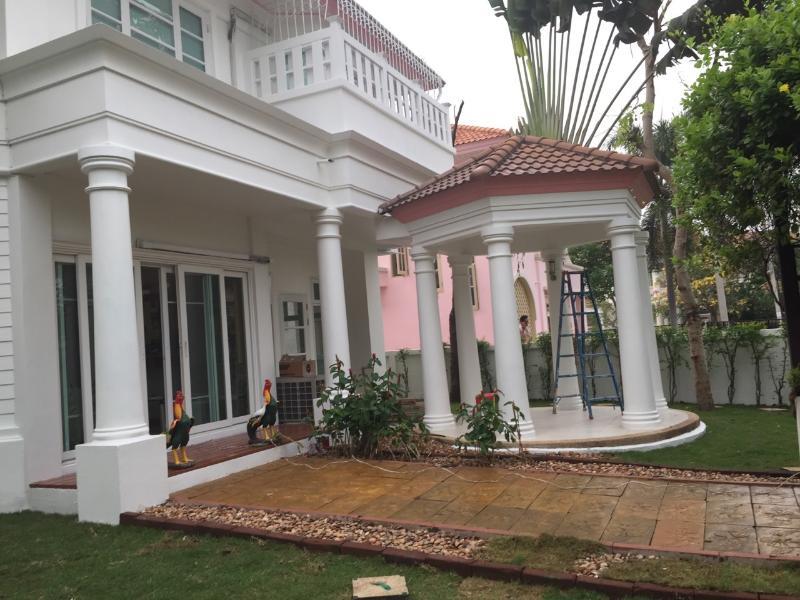 Beautiful villa at Perfect Place Sukhumvit 77, vacation rental in Samut Prakan