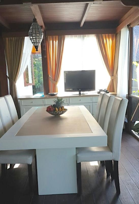 Large Dining table with amazing view