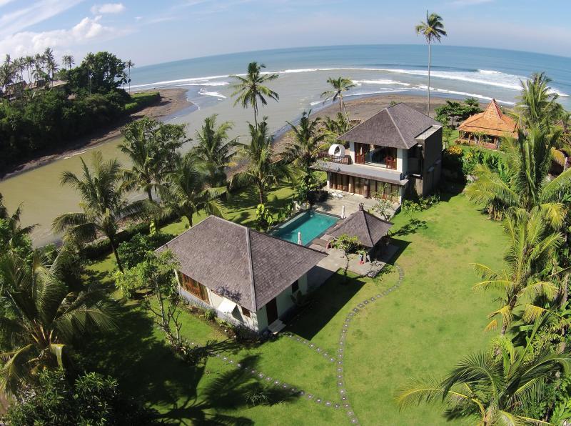 Beach Villa Balian, Bali - Luxury 3 bedroom beach villa, holiday rental in Pekutatan