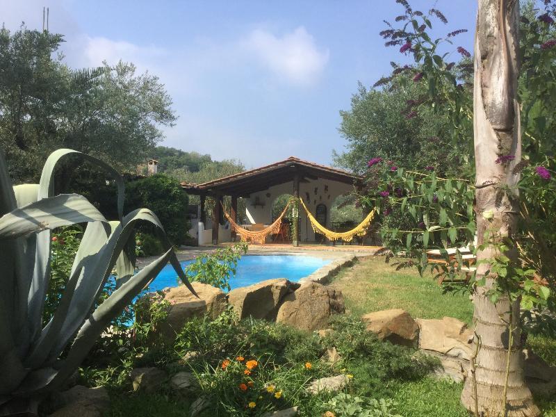 GIARDINO  apartment in Villa with pool, Ferienwohnung in Massa Lubrense