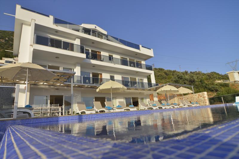 Falcon Exclusive Villa: utter luxury, sleeps 18!, aluguéis de temporada em Kalkan