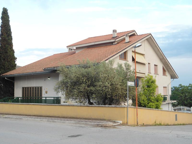 villa micheli guesthouse, location de vacances à Castilenti