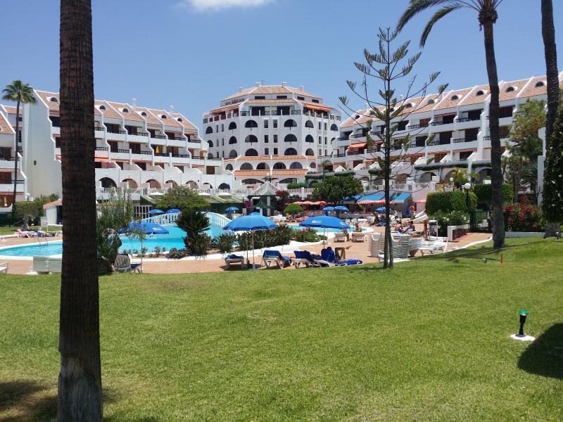Appartement complex Parque Santiago II met zwembad en goed gehouden tuin