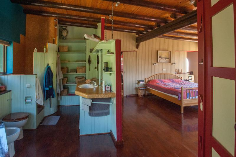Cocagne Earth House - Main bedroom