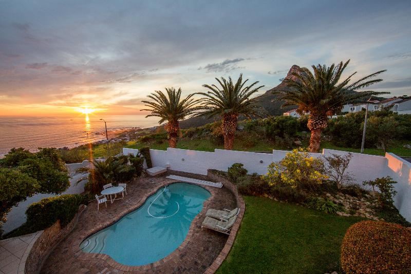 views of the iconic Lions head & the ocean to enjoy from the garden.