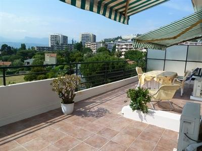 terrace equipped 30 m² panoramic views from noon to sunset Sun