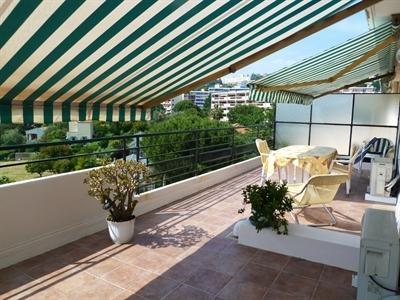 terrasse- séjour et chambre donnant sur la terrasse sans vis à vis