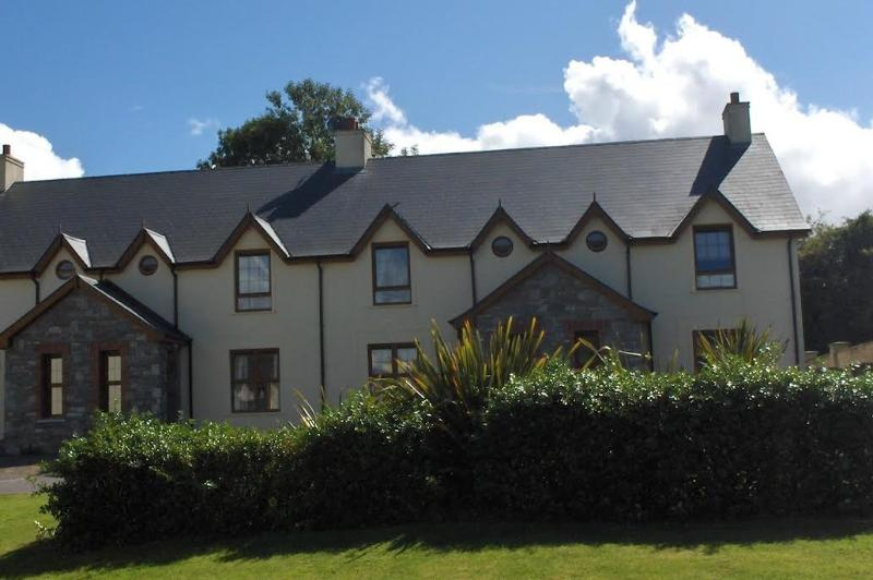Beautiful Modern Cottage Kenmare, holiday rental in Templenoe