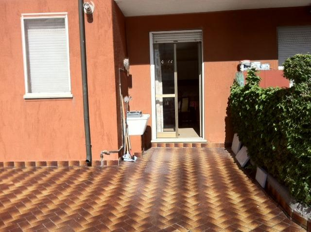 outside area in front of the kitchen