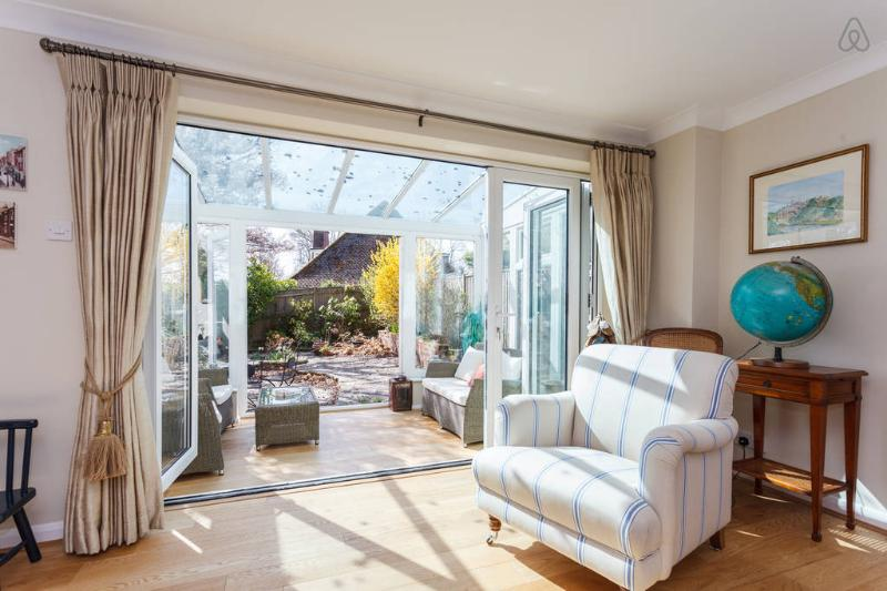 A Modern House in Lymington, vacation rental in Sway