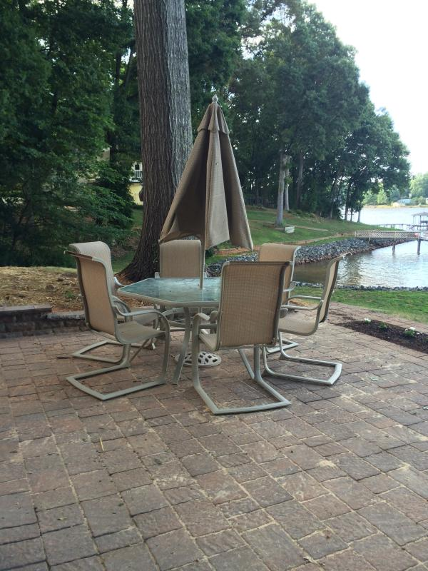 rear patio table and chairs