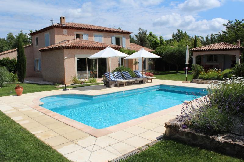 Villa provençale à Forcalqueiret, vacation rental in Forcalqueiret