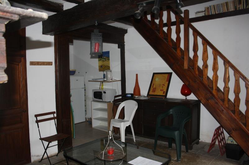 Estadia e escadaria com vista para a loggia
