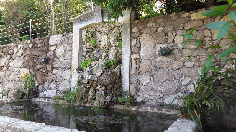 Fontaine hôtes de jardin