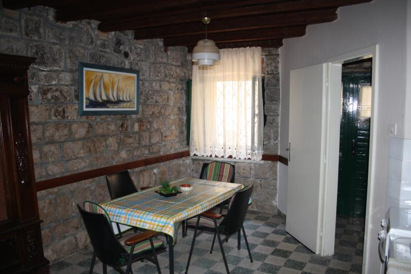 Charming old stone house in center of town, vacation rental in Stari Grad