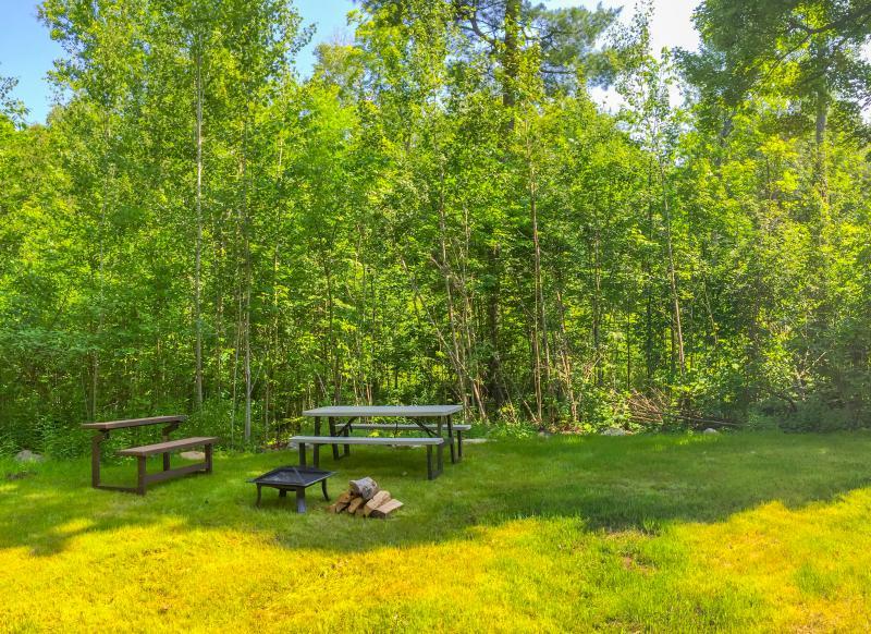 Privé achtertuin met Fire Pit en picknick gebied