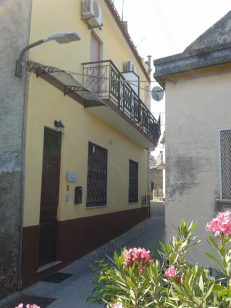 B & B  'La Giara' Roccavaldina/Me. Sicilia con vista, Monti  Peloritani, mar Tirreno, isole Eolie.