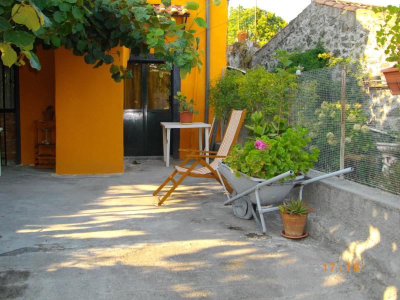 casa singola, holiday rental in Santa Domenica Vittoria