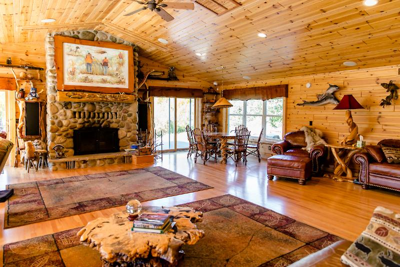 The Main Lodge at Meemo's Farm ~ Catered Facility, holiday rental in LeRoy