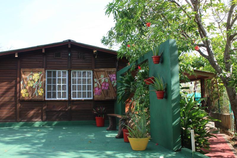 Casa Ingrid, San Luis, Via Tom Hooker 3-80, vacation rental in San Andres Island
