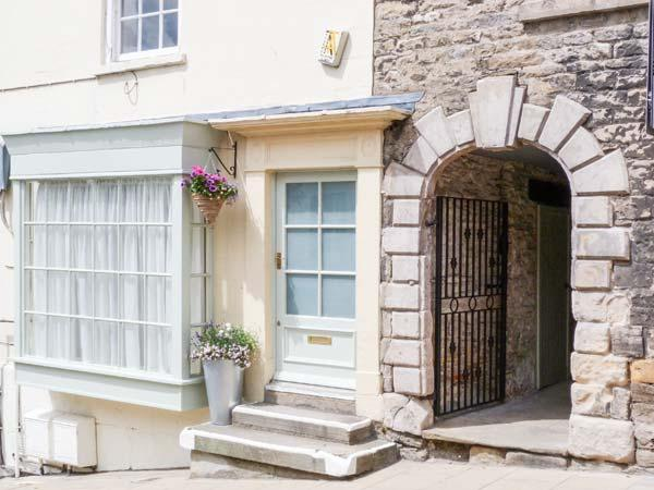 GRACE COTTAGE, studio apartment with king-size bed and castle views, near, holiday rental in Middleton Tyas