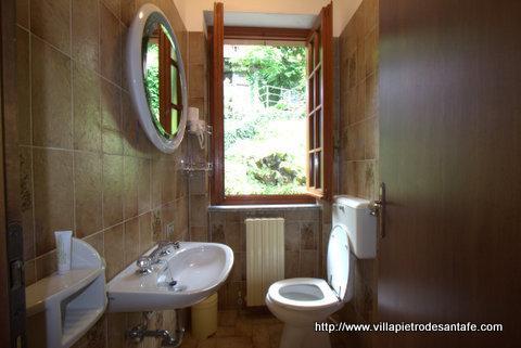 Villa has 3.5 bathrooms with towels linens