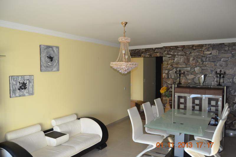 Apartment 3 cac, tres bonne etat et emplacement., location de vacances à Praia da Rocha