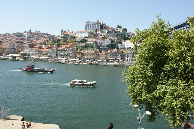 Splendid view to Douro and Ribeira