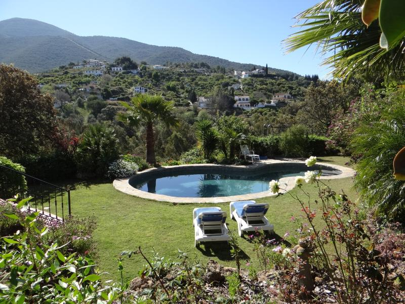 Garden flat with hot tub & pool, holiday rental in Alhaurin el Grande