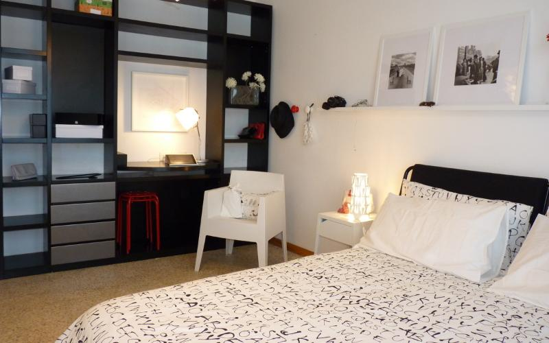 Black&White Careggi, bright, stilish, wifi, holiday rental in Trespiano