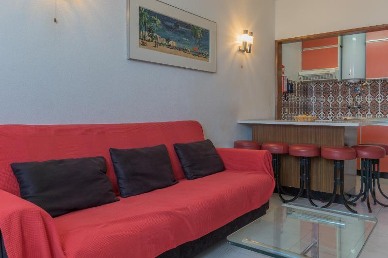 Distena Purple Apartment, Armação de Pêra, Algarve, vacation rental in Armacao de Pera