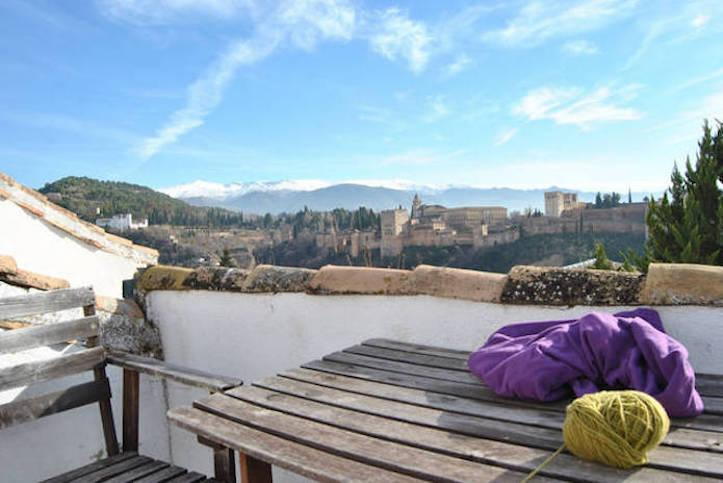 Roof-Terrace view to La Alhambra, Sierra Nevada and Granada. Wi-fi connection. Community Terrace