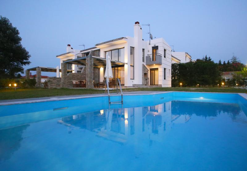 Sunny Sani Luxury Villas, location de vacances à Kassandra