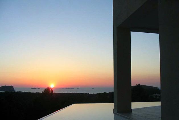 Villa con piscina e vista tramonto vicino al mare, aluguéis de temporada em Sant Josep