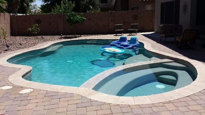 Johnson Ranch Golf Course Community home with pool, location de vacances à Queen Creek