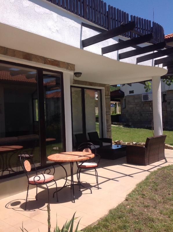 Kali 4 patio