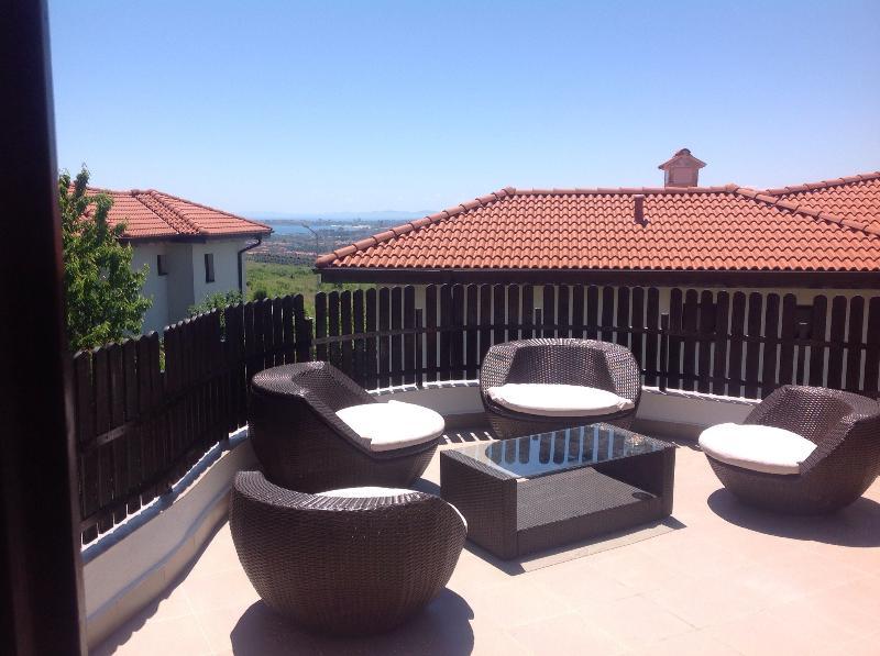 Kali terrasse de 4 sundowner à l'étage avec vue sur la baie