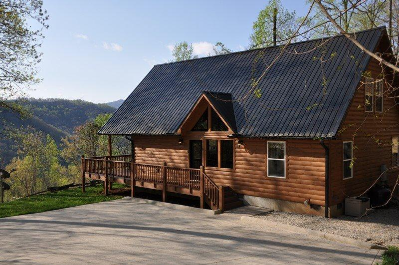 Upscale Rental with an Incredible View, Wi-Fi, Xbox, Fire Pit, and Satellite TV