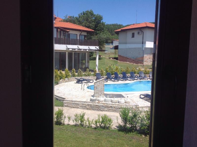 La piscine partagée de Kali 4 fenêtre