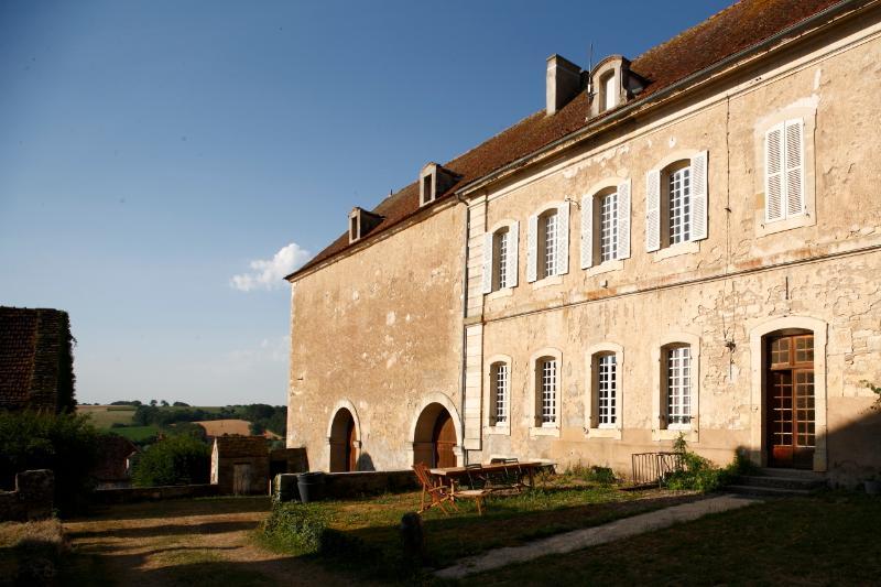Gîte de l'Abbaye de Moutiers Saint Jean, holiday rental in Guillon