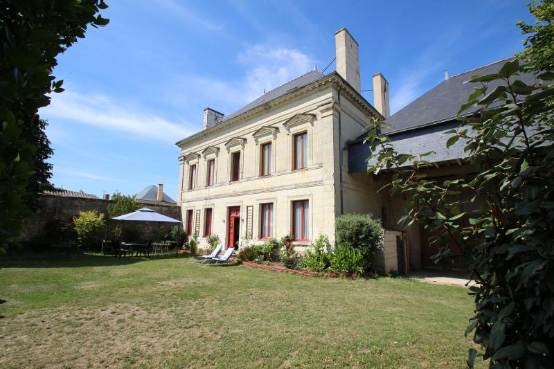 Domaine des Roses chambre grise, vacation rental in Berrie