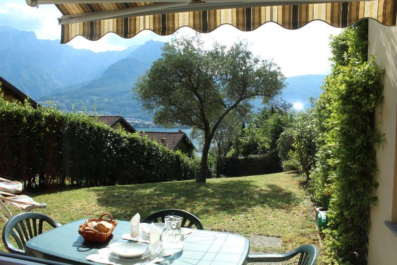 appartamento bilocale vista lago con giardino, holiday rental in Caglio