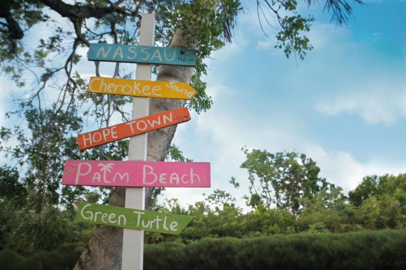 Four Winds Cottages - Green Parrot, casa vacanza a Isola di Grand'Abaco