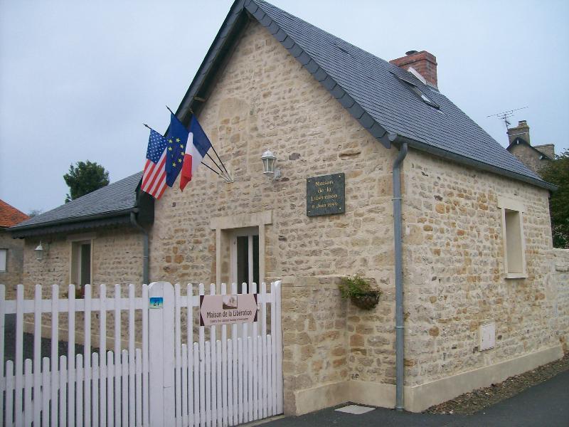 le gîte en pierre apparente qui ce trouve sur le lieu historique dans une partie privée du domaine