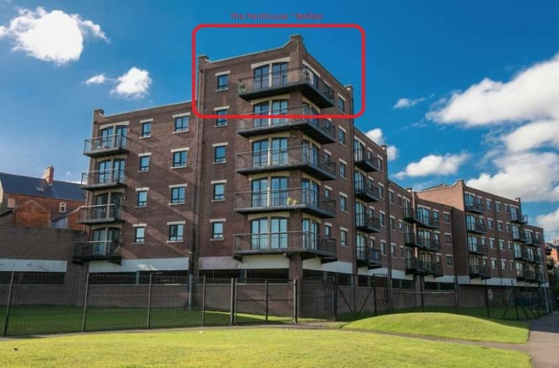 BELFAST LUXURY 2 / 3 BED PENTHOUSE APARTMENT, vacation rental in Belfast