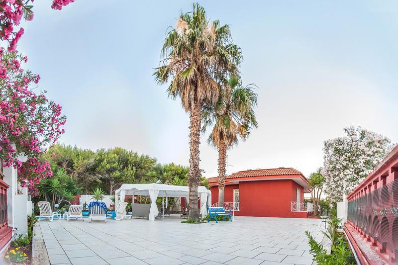 Villa Gisella a 70mt dal mare Porto Cesareo, holiday rental in Villaggio Boncore