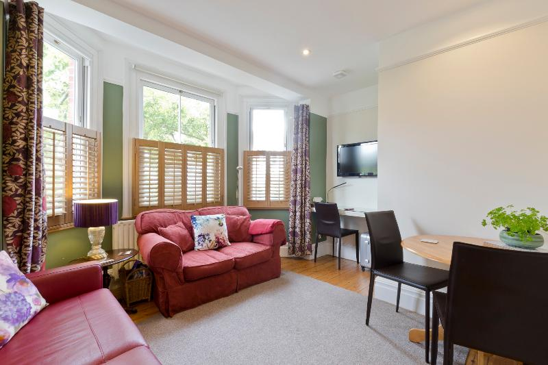 Luxury Apartment near London / Wimbledon, location de vacances à Ewell